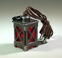 Stall-laterne, Zinn mit rote Scheiben. 3 cm.