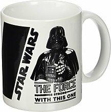 Star Wars Keramiktasse mit Schriftzug The Force Is Strong&quot, mehrfarbig