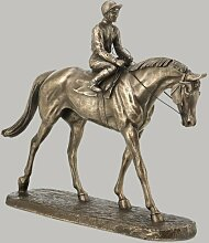 Statue Going to the Post Ophelia & Co.