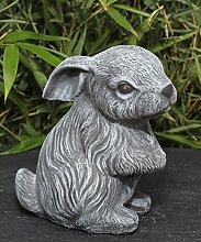 Steinfigur Hase sitzend in Schiefergrau, Deko-Figur Garten Osterdeko