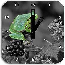 Stil.Zeit winziger Frosch auf Brombeerstrauch
