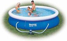 Swimmingpool mit Filterpumpe