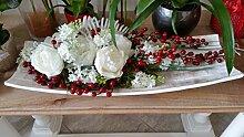 Tafelaufsatz mit Dekoration von künstlichen Blumen und Beeren