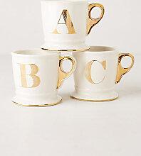 Tasse mit goldenem Monogramm - Gemischt