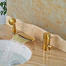 TougMoo Deck montiert Gold Finish drei Bohrungen Wasserfall Badewanne Armatur mit Handbrause Led