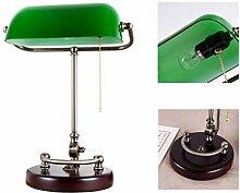 Traditionelle Bankerlampe mit Massivholzsockel und