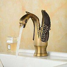 Traditionelle klassische Waschbecken Wasserhahn