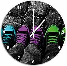 Türkis, pink, neon grüne Chucks black and white, Black Background schwarz/weiß , Wanduhr Durchmesser 48cm mit weißen spitzen Zeigern und Ziffernblatt, Dekoartikel, Designuhr, Aluverbund sehr schön für Wohnzimmer, Kinderzimmer, Arbeitszimmer