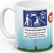 Verkehrsberuhigte Zone Kaffeebecher - hier wohnen Menschen ab 39 - 39. Geburtstag lustig neckisch Tasse Kaffeetasse Rentner Gebiss Rollator Geschenkidee Ruhestand mug