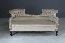 Viktorianisches Sofa mit verzierten Enden