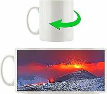 Vulkanausbruch, Motivtasse aus weißem Keramik 300ml, Tolle Geschenkidee zu jedem Anlass. Ihr neuer Lieblingsbecher für Kaffe, Tee und Heißgetränke.