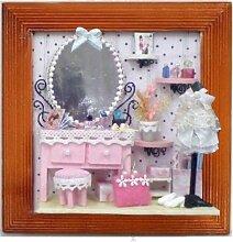 Wandbild Pink Luxury im Holzbilderrahmen als Bastelset zum selbermachen mit Spiegel, Flacons, Tisch, Kleid, Büste uvm