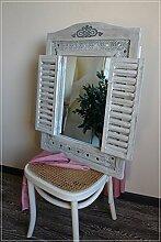 Wandspiegel im Shabby Chic mit Fensterladen