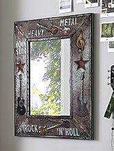Wandspiegel mit Musikschriftzug aus Metall in Vintageoptik; Maße (B/T/H) in cm: 64 x 3 x 74