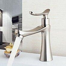 Waschbecken Wasserhahn mit gebürstetem Nickel