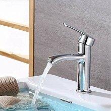 Wasserhahn über dem Thekenbecken Waschbecken
