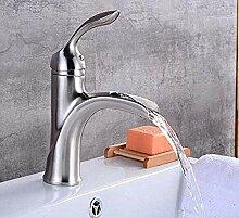 Wasserhahn Waschbecken Waschbecken voller Wasser