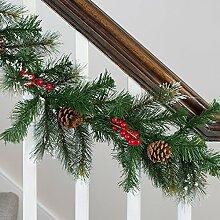Weihnachtsgirlande mit Beeren und Tannenzapfen
