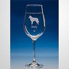 Weinglas mit belgischem Schäferhund,