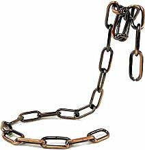 Weinregal mit abgehängter Eisenkette,