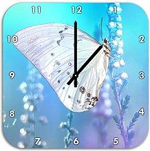 weißer Schmetterling auf Blütenknospen, Wanduhr