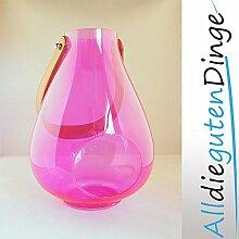 Windlicht in 6 Farben und 2 Größen aus Glas mit Lederriemen zum aufhängen (27 cm, Magenta)