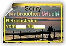 Wir brauchen Urlaub Schild / Urlaubszeit / Betriebsferien - SCHILD / D-045 (45x30cm Aufkleber)