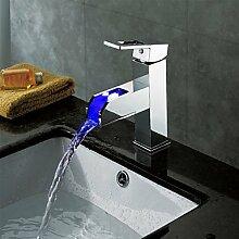 Zeitgenössische Kupfer personalisierte Einzel LED Badezimmer Waschbecken Wasserhahn Chrom-Silber