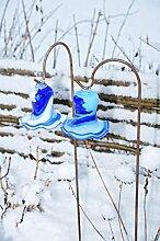 Zwei Gartenkugeln 17 cm gross Form Tulpe, modisches Tulpendesign handgefertigt mit Bogenstab 125 cm, dunkelblau-hellblau und dunkelblau-weiß gartenkugel, Sonnenfänger-Kugel, Sonnenfänger-Scheibe, Sonnenfängerscheiben, Gartendeko FROSTSICHER, lichtbeständig und WINTERFEST, Metallstiel Schäferstab Rosenkugel Rosenkugeln Glas Deko